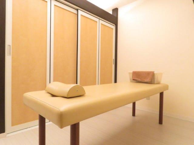 半個室の施術スペース